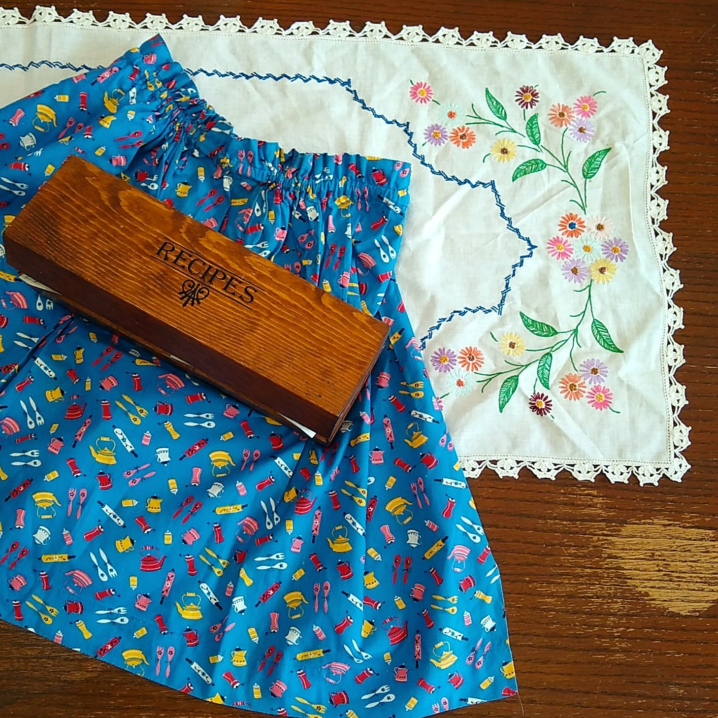 Apron, recipe box, table runner
